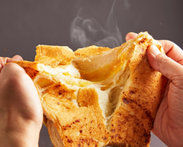 """【Namba】Luxury bread specialty store """"I'm so excited for tomorrow."""" is releasing """"Chunky Fromage"""", a superb combination of """"the finest cheese"""" and """"luxury bread"""", on sale from June 12."""